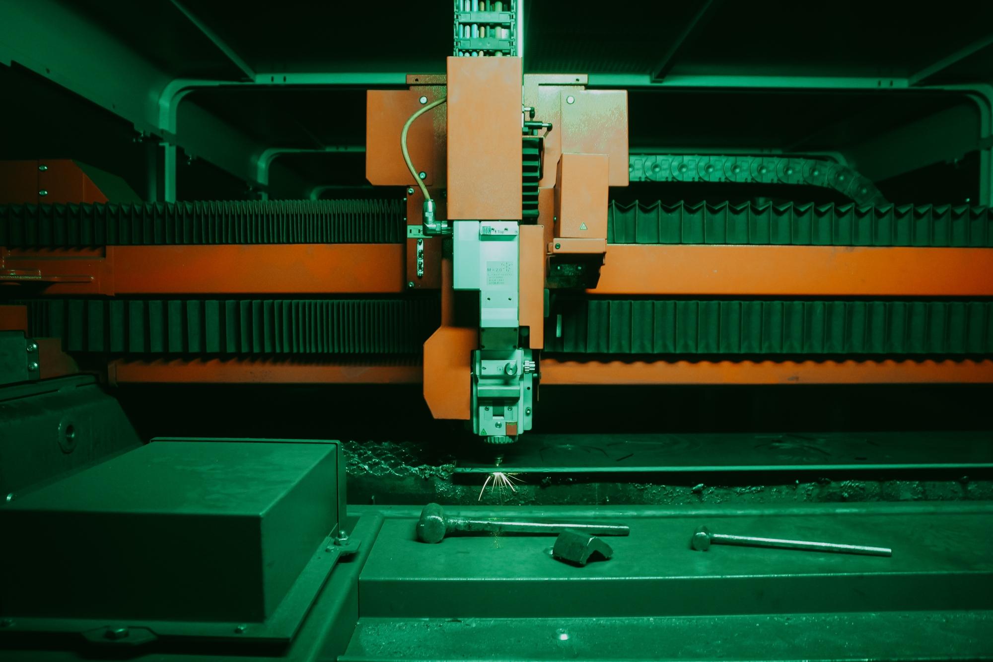 Debitarea precisă a unei coale de tablă prin intermediul laserului.