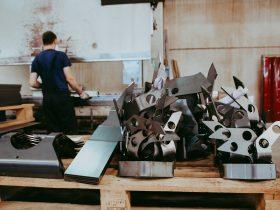Bucăti de oțel prelucrat