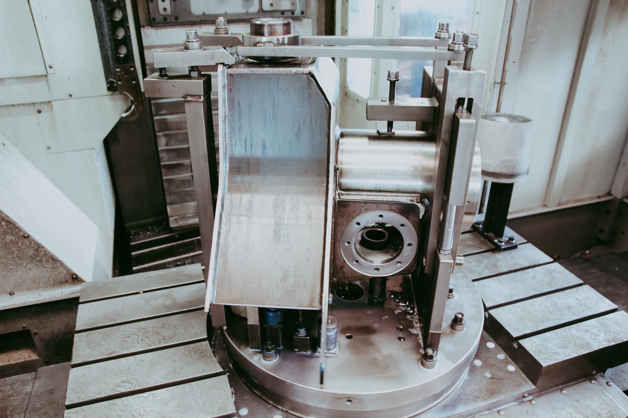 Mașină hidraulică pentru strunjire.